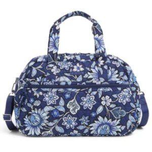 ⬇️Vera Bradley Compact Traveler Bag